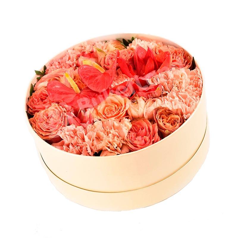 Цветы в коробке «Сладость»