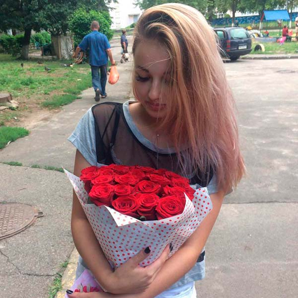 21 красная роза Гран При 60 см
