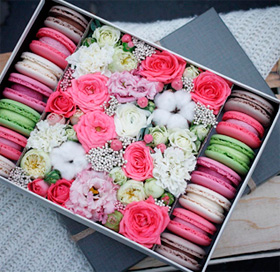 коробочка макарун с цветами
